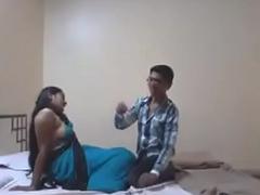 Indian Desi Girlfriend Enjoy Sex with Her Fixture in Hotel